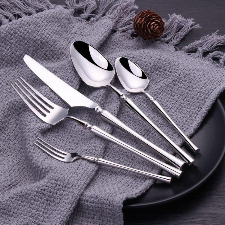 KINLEE® Mirror Polished 30 Piece Silver Flatware Set